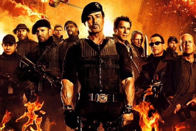 Stallone, Arnold Schwarzenegger, Jason Statham, Kellan Lutz, Ronda Rousey , Víctor Ortiz, Jackie Chan, Wesley Snipes, Nicolas Cage, Milla Jovovich