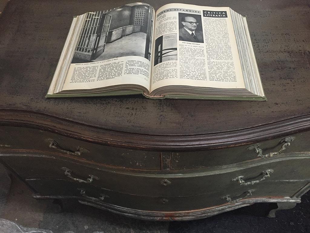 Libro y cómoda de Bubare copia